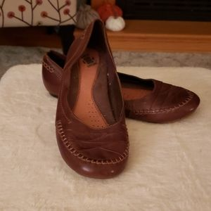 Earth Origins leather shoes size 8